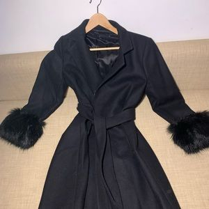Classy black coat with faux fur